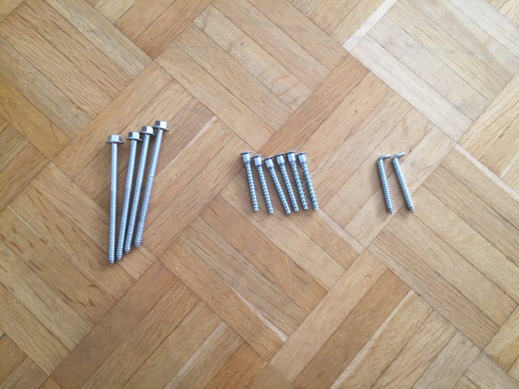 Kristina Kral #198 Schrauben und Haken aus Werkzeugbox