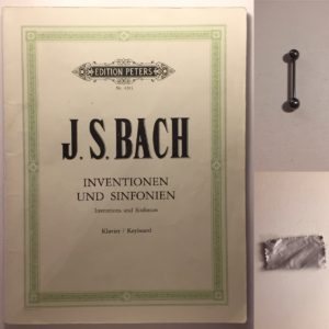 Kristina Kral #224 Bach Inventionen und Sinfonien, Zungenpiercing, Brillenputztuch