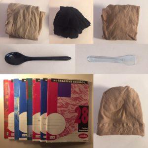Das Bild zeigt mehrere ausrangierte Gegenstände   Kristina Kral, Minimalismus