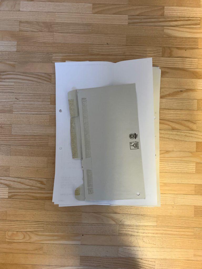 Das Bild zeigt einen kleinen Stapel inzwischen digitalisierter Unterlagen