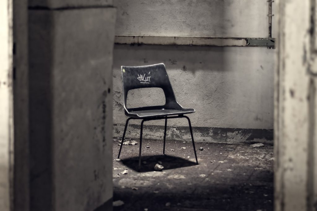 Freistehender Stuhl