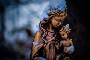 Statue: Mutter Maria