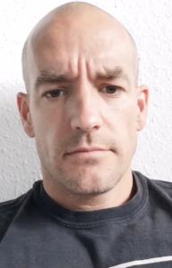 Simon Bubori (c) verteidigt seine Kritik an Bastian Yotta