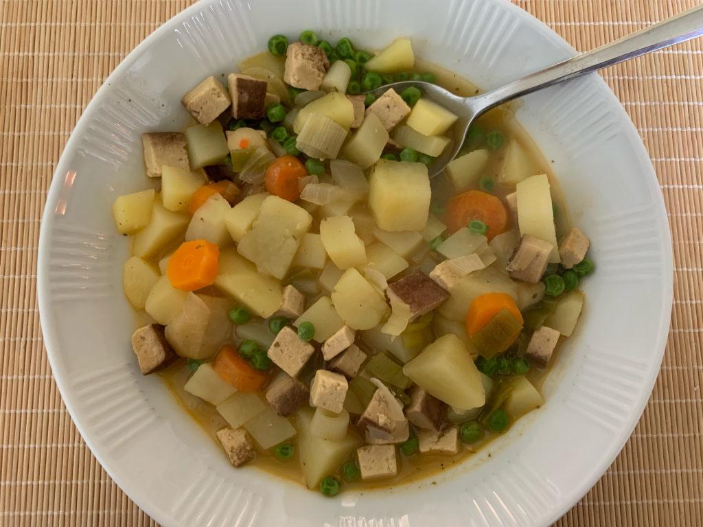 Deftige Kartoffelsuppe mit Räuchertofu | Kristina Kral