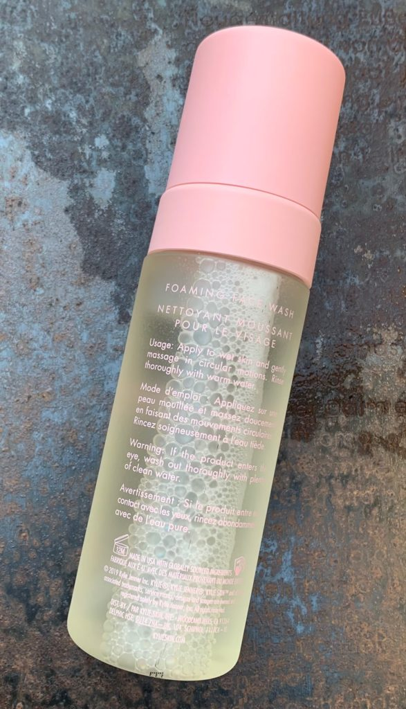 Flaschenrückseite: KYLIESKIN Foaming Face Wash by Kylie Jenner