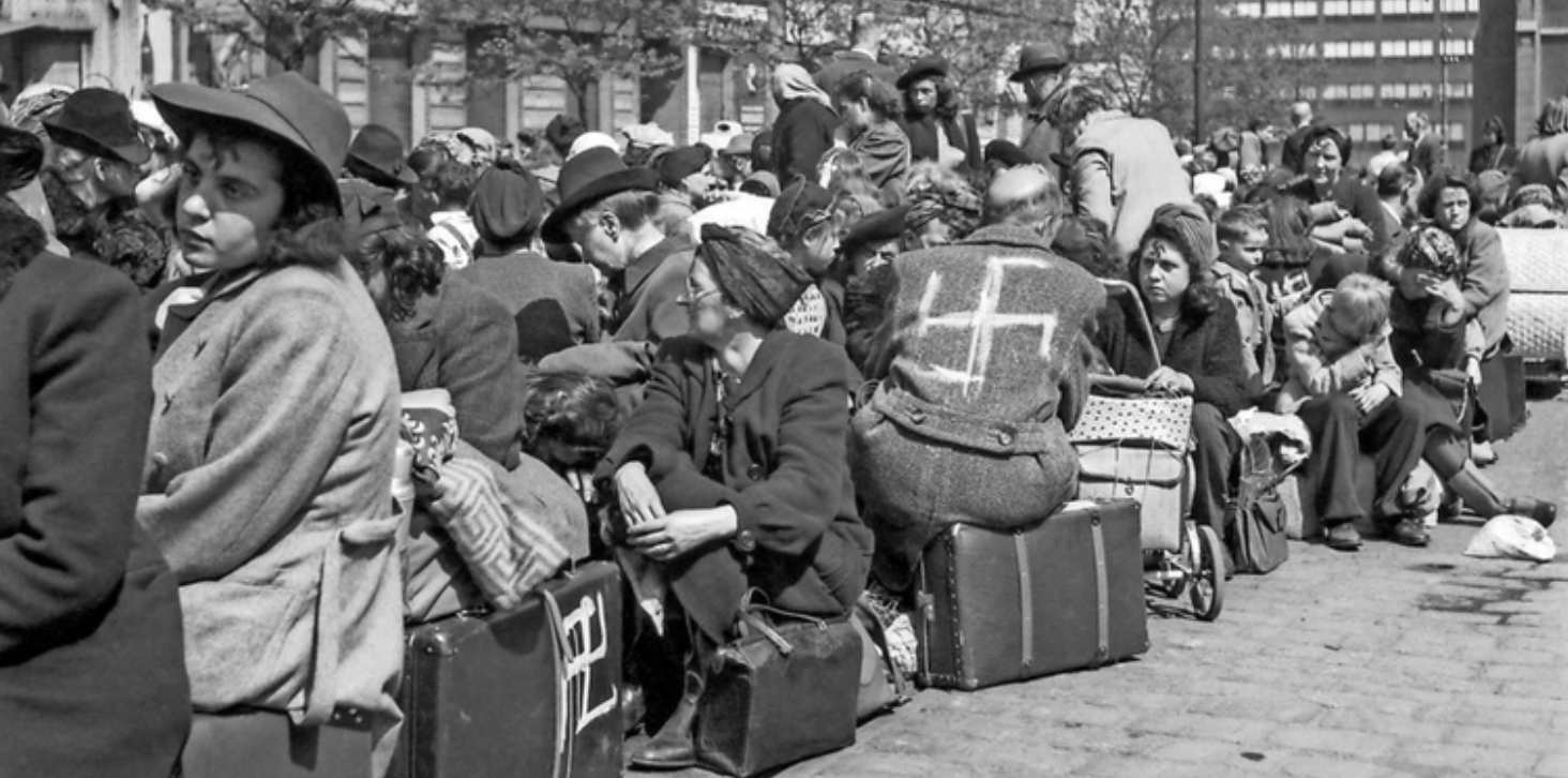 Sudetendeutsche, die im Mai 1945 in Prag auf ihre Ausreise warten. Quelle: MDR/CTK Photobank/Süddeutsche Zeitung
